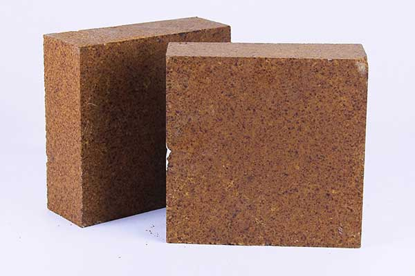 Magnesia chrome bricks that can be used as refractory linings in rotary kiln.
