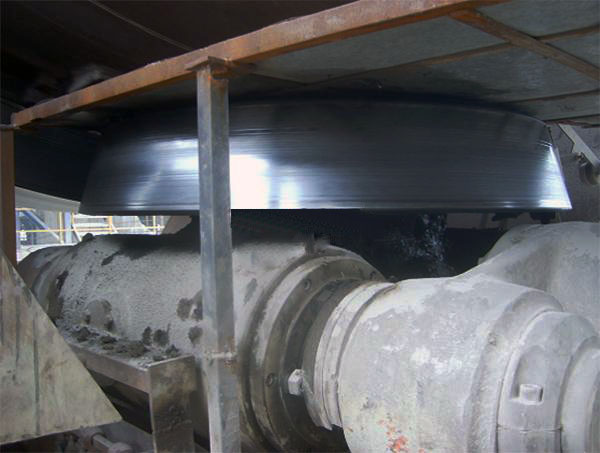Thrust roller of a cement rotary kiln